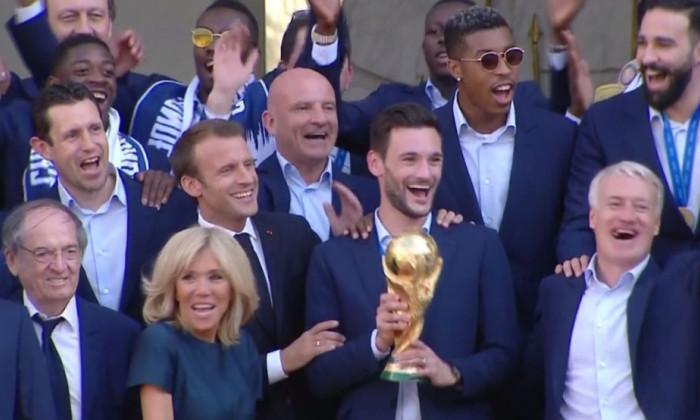 francezi palat Macron 1