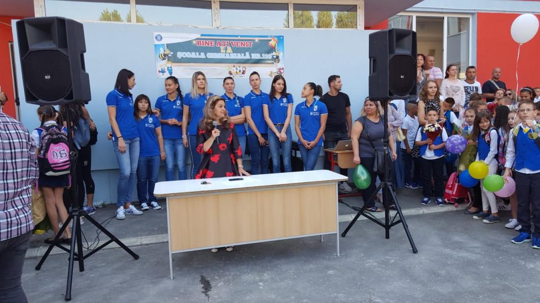 Echipa de volei CSM Bucuresti, prezentă la deschiderea anului scolar la Şcoala Gimnazială 190