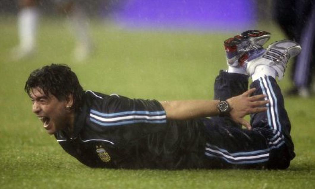 Diego Maradona va trebui să se opereze la ambii genunchi
