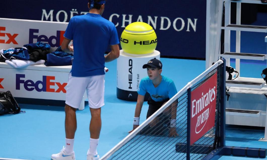 Federer copil de mingi