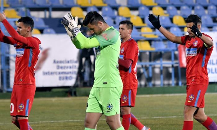 FC Voluntari - FCSB 2-2. Fotbaliștii roș-albaștrilor, cu capetele plecate la finalul partidei
