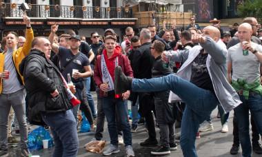0_Ajax-Amsterdam-Football-Fans-in-London