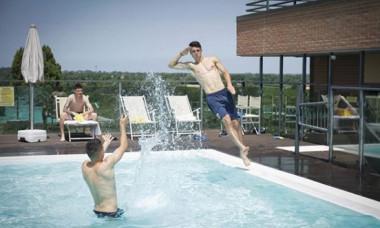 tricolori piscina 1