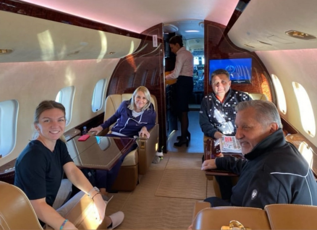 simona halep ion tiriac in avion