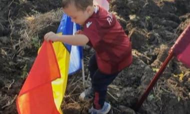 copil steag tricolor rapid