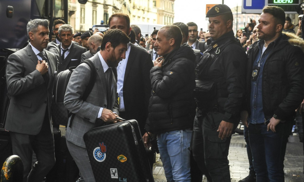 Arrival of the Barcelona football team in Naples