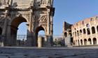 Coronavirus emergency, Colosseum and via Sacra deserti. In photos The Arch of Constantine and the Colosseum. (VALENTINA_CORNACCHIONE/Fotogramma, Rome - 2020-04-06) p.s. la foto e' utilizzabile nel rispetto del contesto in cui e' stata scattata, e senza in