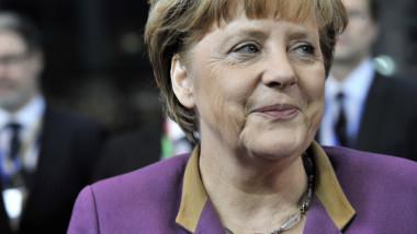 Merkel către germani: Climatul economic va fi și mai dificil în 2013