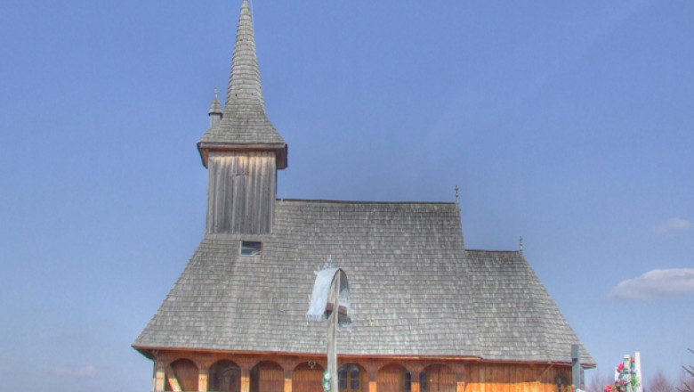 biserica 20lemn 20dealu 20negru1-33477
