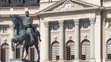 Biblioteca Central Universitar - Statuie Carol I