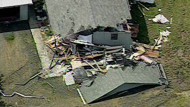 man-in-washington-state-goes-on-bulldozer-rampage-destroys-neighborhood-homes