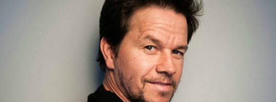 Mark-Wahlberg-photo-during-eye-hair-uplifting