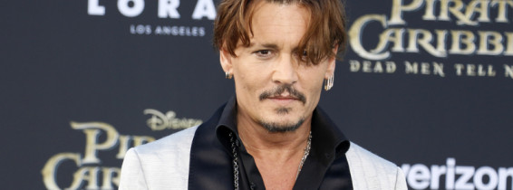 johnny depp piratii din caraibe