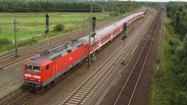 800px-RE Deutsche Bahn AG Maschen GFDL 1