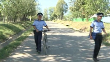 politisti pe biciclete