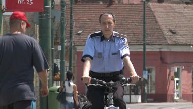politist local bicicleta