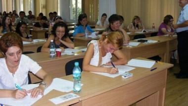profesorii-se-pregatesc-de-examen-8-000-de-candidati-vor-sustine-joi-proba-scrisa-a-concursului-de-definitivat-in-invatamant
