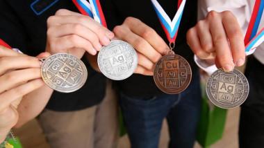 medaliatii-la-olimpiada-internationala-de-chimie-au-primit-burse-private-2