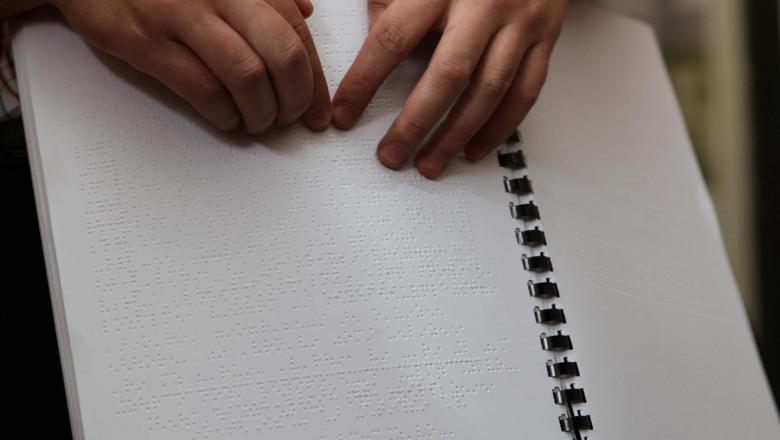 ghid turistic braille cluj emil boc