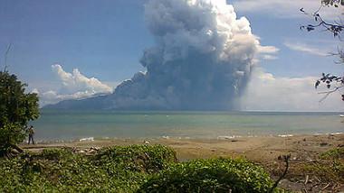 vulcan Rokatenda indonezia 5935935-AFP Mediafax Foto-STR 1