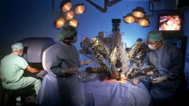 News-Da-Vinci-Surgical-Robot-3