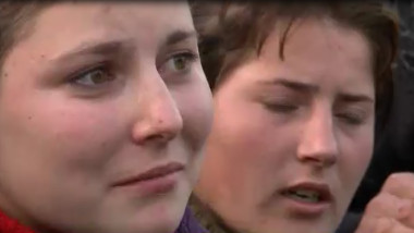 femeie cu lacrimi in ochi