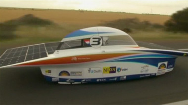 Nuon-Solar-Team-out-in-fr-005