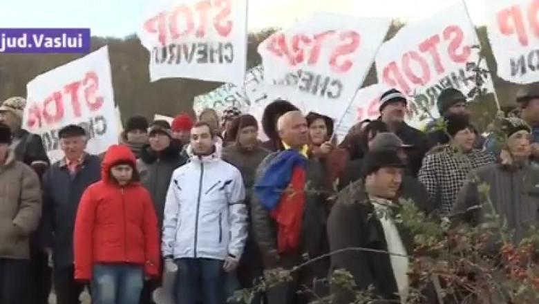 protest pungesti steaguri-1