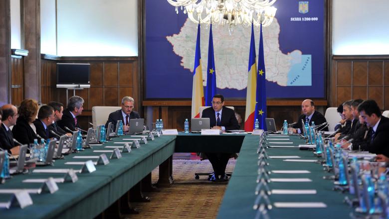 Victor Ponta cabinet sedinta de Guvern octombrie 2013 - gov.ro