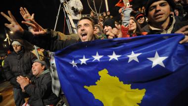 kosovari la celebrarea independentei mfax