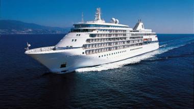 vasul-de-croaziera-silver-spirit-nu-a-putut-intra-in-postul-constanta-din-cauza-furtunii-104537-1