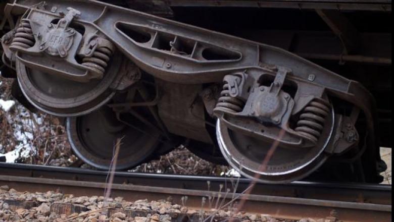 unul-dintre-vagoanele-trenului-bucuresti-istanbul-a-deraiat-in-bulgaria-nimeni-nu-a-fost-ranit-18461489