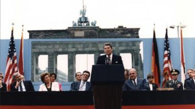 reagan la zidul berlinului
