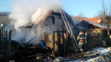 incendiu casa sat iarna 111213