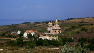 manastirea strunga1