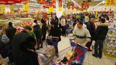 cos alimente cumparaturi craciun supermarket mediafax