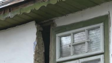 casa crapata de cutremur in Galati - captura digi24-2