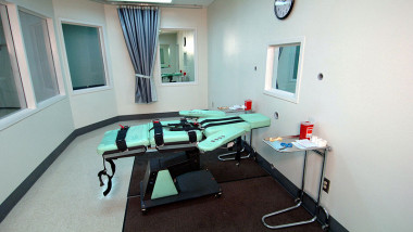 800px-SQ Lethal Injection Room
