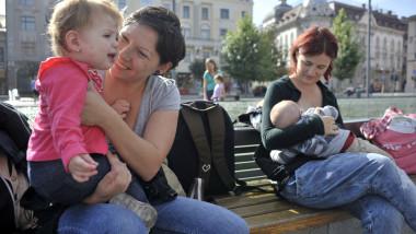 mame cu copii - 5436165-Mediafax Foto-Raul Stef
