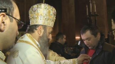 270114 Salvatorii din Apuseni distinsi de Biserica