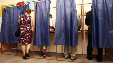 alegeri alegatori cabina vot 5330676-resized Mediafax Foto-BALAZS ATTILA