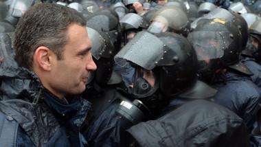 Vitaliy Klitschko la proteste violente Kiev Ucraina 25 noiembrie 2013 1 -AFP Mediafax Foto-Sergei SUPINSKY