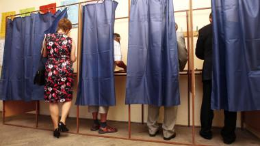 alegeri alegatori cabina vot 5330676-Mediafax Foto-BALAZS ATTILA