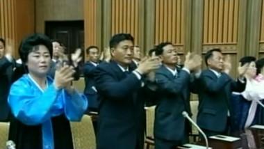coreea de nord aplauze