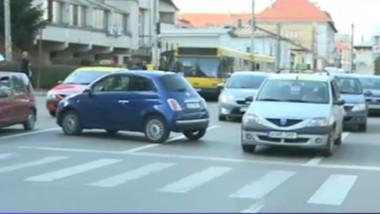 masina in intersectie