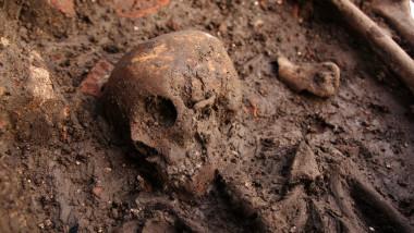 Schelet craniu mormant musulman Timisoara-Mediafax Foto-Adi Piclisan