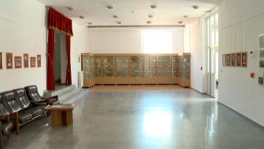 muzeu pe hol1