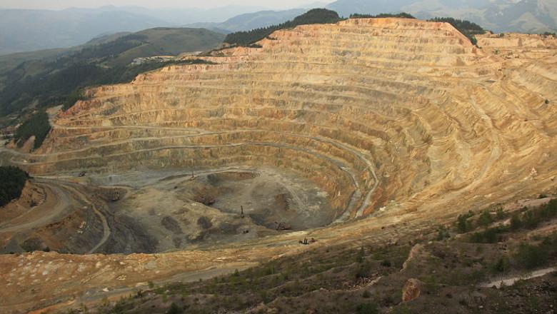 800px-Ro ia Poieni open-pit copper mine