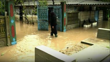 inundatii oameni