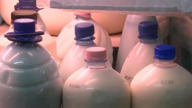 sticle de lapte piata